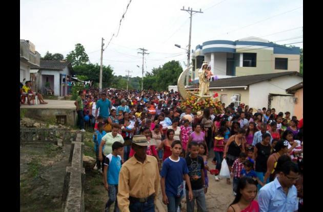 Aspectos de la masiva procesión.