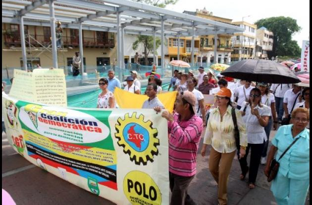 Protesta de empleados adminsitrativos de instituciones educativas oficiales.