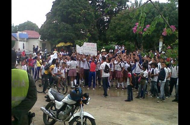 Protesta por traslado de profesores en San Juan Nepomuceno.