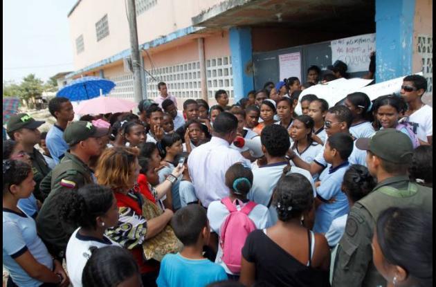 Protesta en colegio de El Pozón.