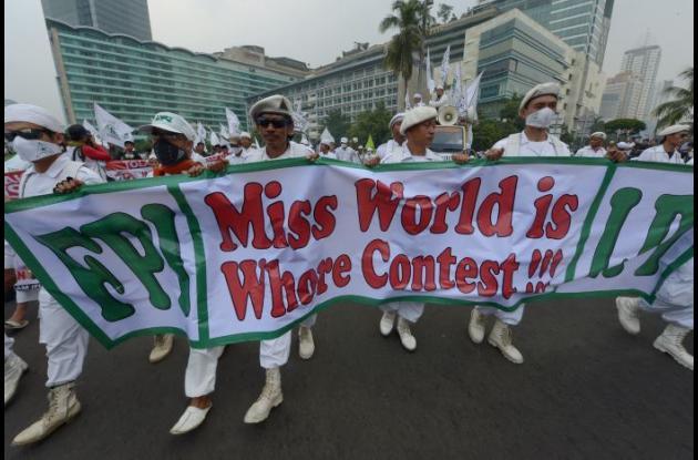 En Indonesia siguen las protestas contra Miss Mundo.