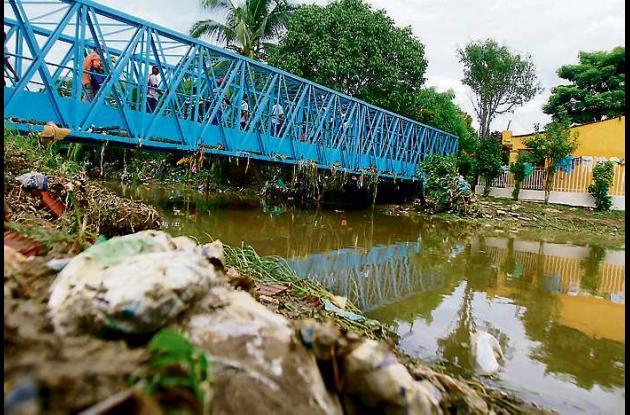 Manuel Jiménez Salas se lanzó desde este puente que comunica en barrio Villa Est