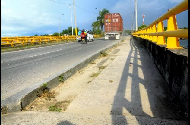 Repararán taludes de puentes que unen a Manga y El Bosque.