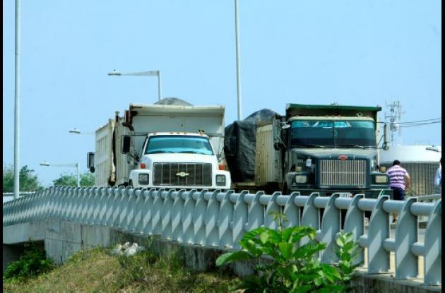 Transcaribe realiza pruebas de carga en puente de Las Gaviotas.