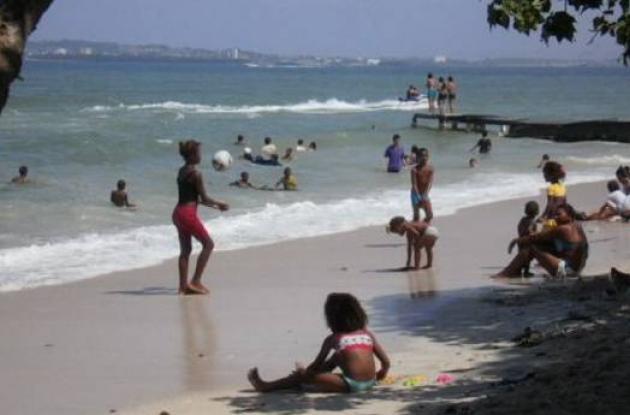 Quejas por especulación en pasajes en lanchas al balneario de Punta Arena.