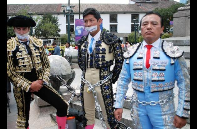 Toreros de Quito en contra de referendo que busca prohibir corridas de toros.