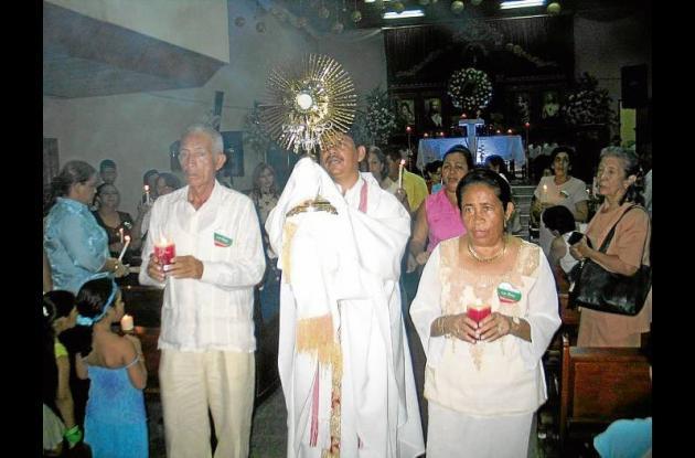 Fundadores del Gimnasio Vallegrande, entre ellos Rafaela Begambre de Garcés