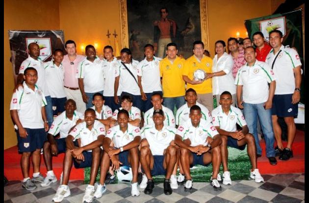 Entrega de bandera de Bolívar al Real Cartagena.