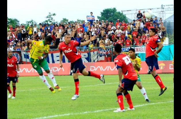 Real Cartagena anotó los dos goles en el segundo tiempo y derrotó al Medellín.