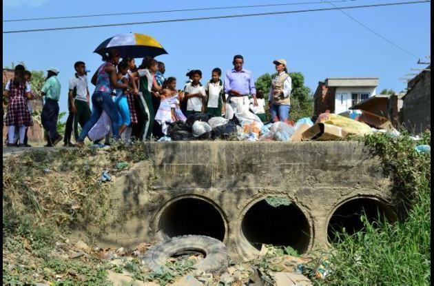 La campaña está encaminada a que la gente prevenga las inundaciones.