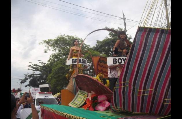 Desfile de carrozas del concurso Nacional e Internacional de la Ganadería.