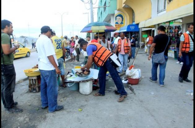 Retiro de vendedores informales de Avenida Luis Carlos López