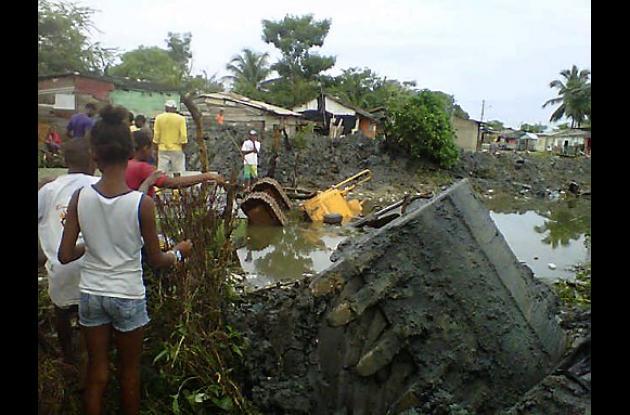 Se accidenta retroexcavadora en el Caño Chapundum