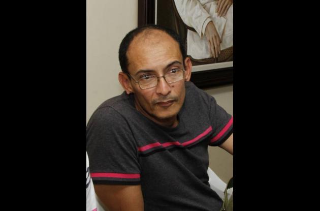 Reyes Salgado, funcionario del hospital.