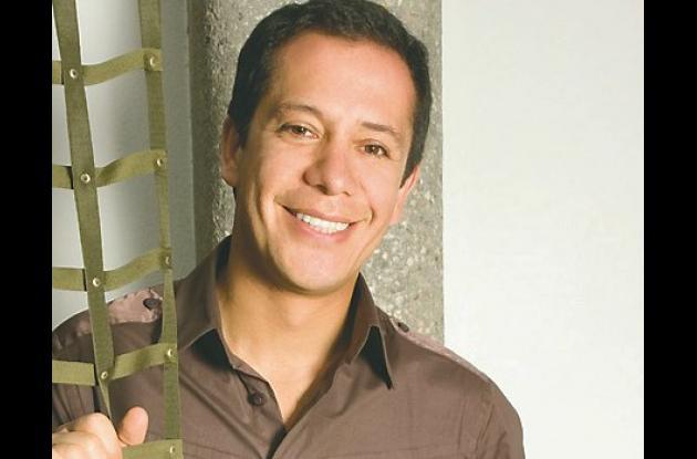 Ricardo Pava, mejor diseñador de ropa masculina.