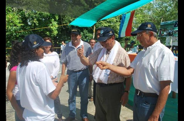 El gobernador Juan Gossaín, el ministro Juan Camilo Restrepo y el presidente del
