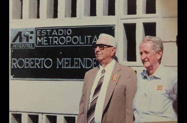 Roberto Meléndez con Chelo de Castro.