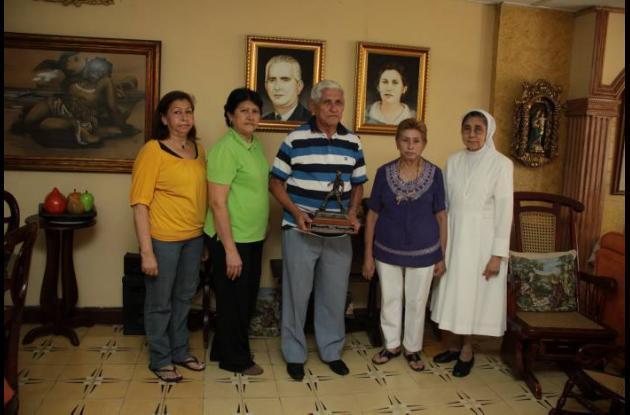 Roberto Meléndez con su familia.