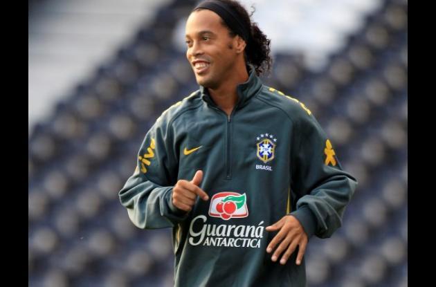 Técnico de Brasil espera que Ronaldinho pueda seguir recuperando su forma.