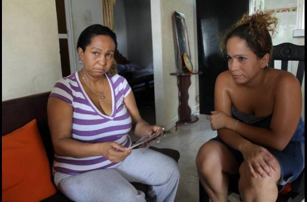 Rosario Díaz, madre de Yelissa, y Yelisset Puello, hermana gemela.