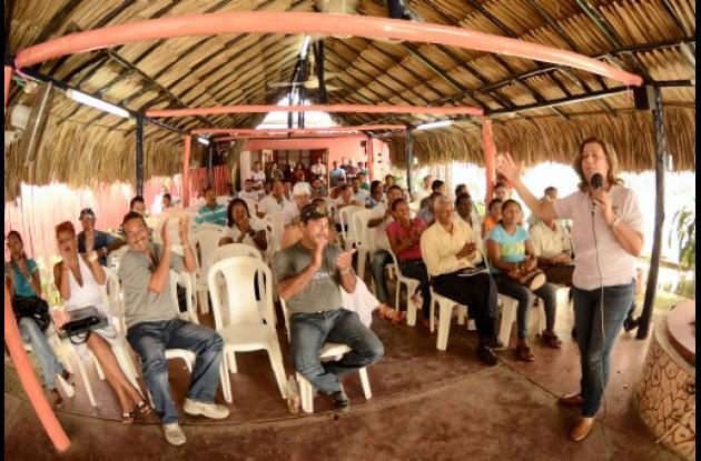 Rosario Ricardo recibe apoyo de candidatos a Concejo de Turbaco.