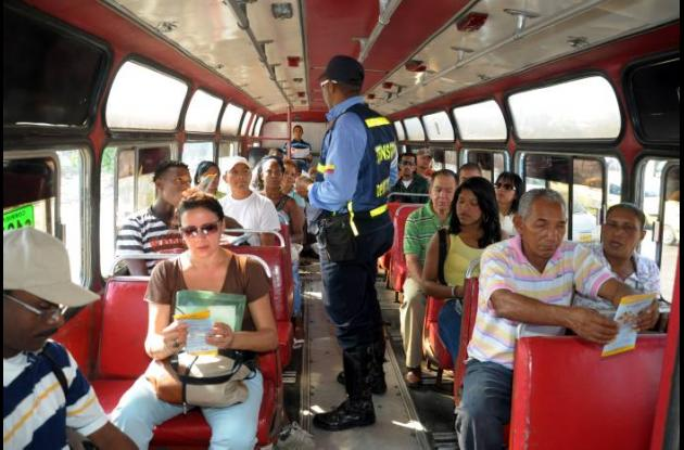 Cerca de 280 mil pesos de multa recibirán los conductores escandalosos que sean