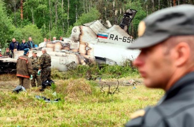 Los ocho sobrevivientes del accidente aéreo, entre ellos una azafata y dos herma