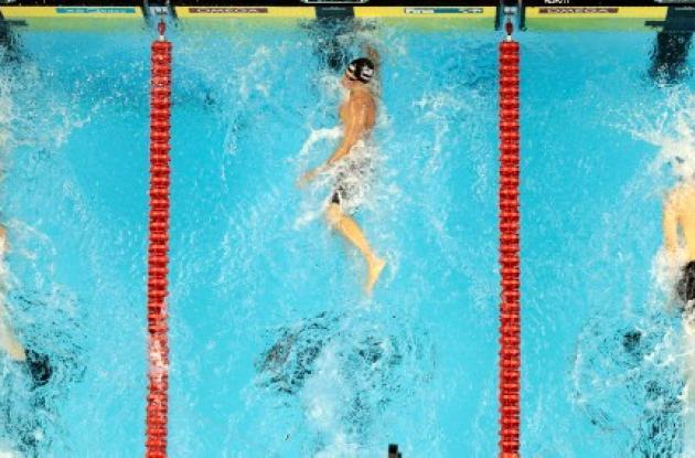 Ryan Lochte (centro) eclipsó el dominio de Michael Phelps, quien llegó segundo