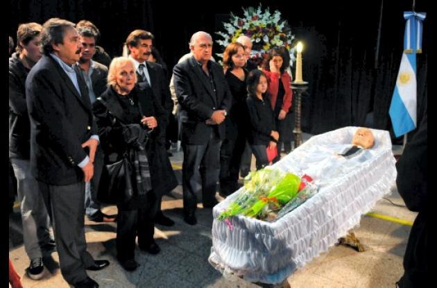 Miles de argentinos dieron el último adiós al maestro Ernesto Sábato.