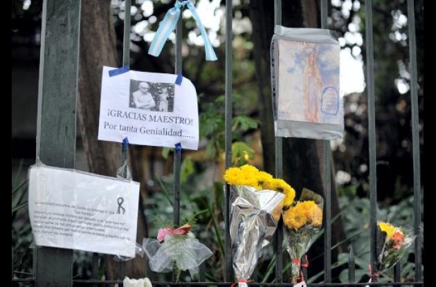 Miles de argentinos dieron el último adiós al maestro Ernesto Sá