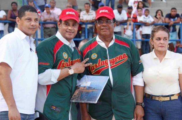 Sammy Sosa con el alcalde Campo Elías Terán Dix.