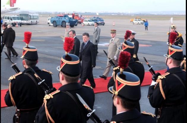 El presidente Santos comienza gira por Europa.