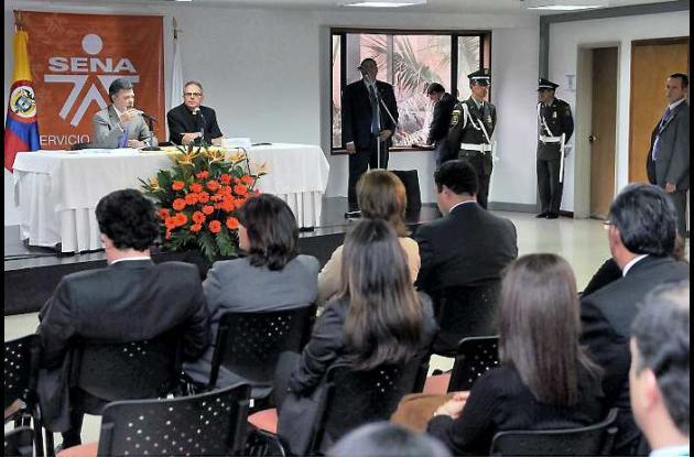 El Sena aumentará número de aprendices, anunció el presidente Santos.