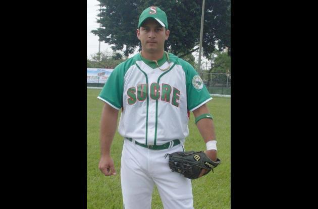 Carlos Reyes, de Sucre champions más triples.