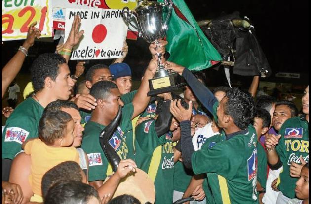 El equipo Toros de Sincelejo celebró airadamente la obtención del título