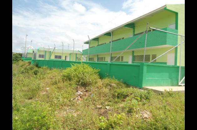 La sede escolar fue construida en el 2010 y no ha sido puesta en funcionamiento.