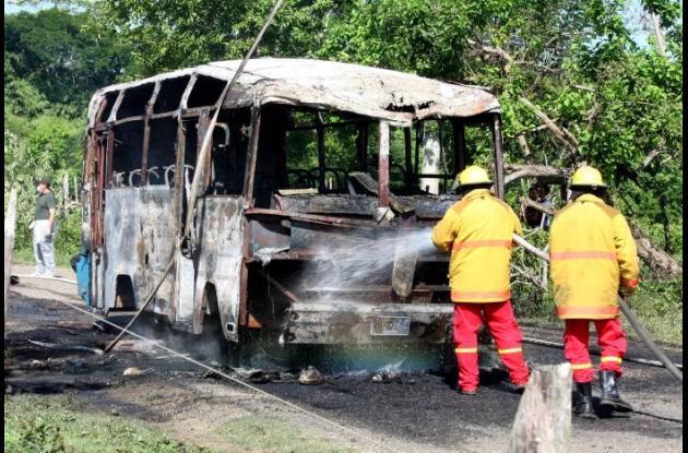 Buseta quemada en Sucre