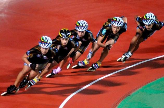 La selección Colombia de patinaje en la pista del Patinódromo de Yeosu, Corea de