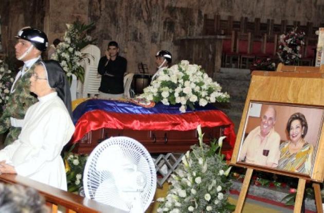 El congresista Name Terpan es velado en la Catedral de Barranquilla