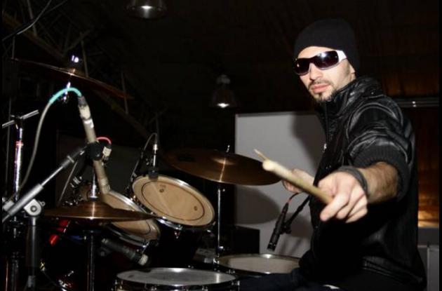 Sergio, baterista de Izzi.