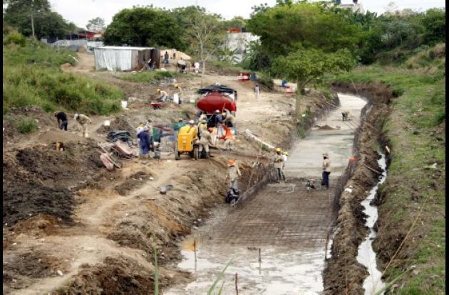 trabajos de canalización del arroyo El Cauca