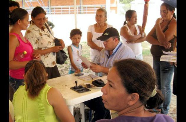 Funcionarios de Electricaribe atendieron a usuarios de Chalán