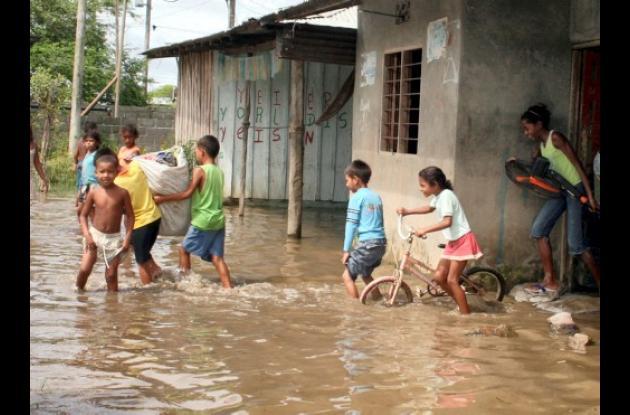 niñez afectada por las inundaciones.