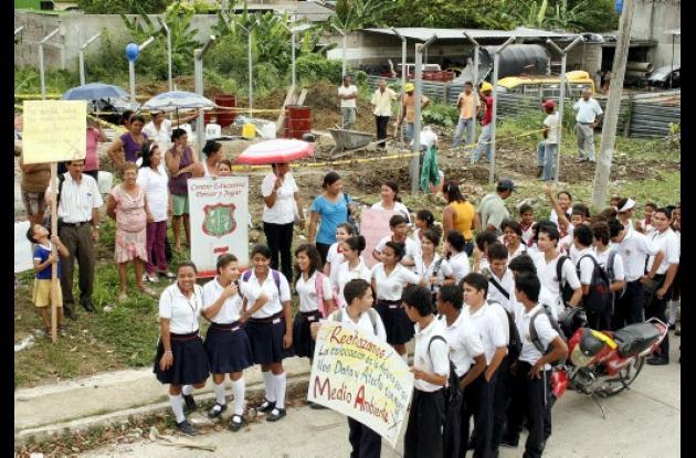 Protesta por instalación de antena repetidora para celular
