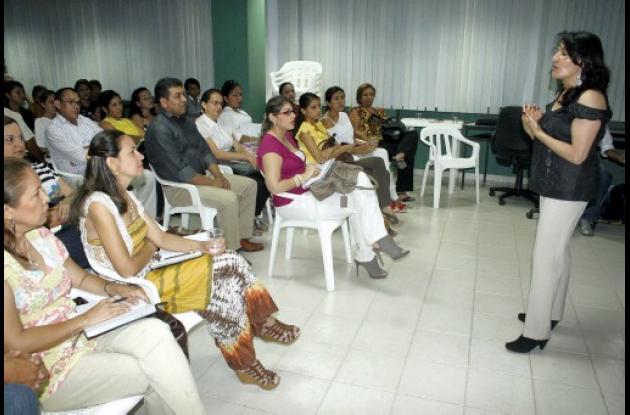 Ruth Azucena Olmos de la Dirección de Protección Laboral, conferencista