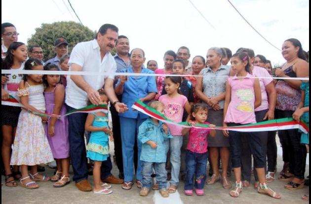 alcalde Jesús Paternina Samur, inauguró una vía en Camilo Torres