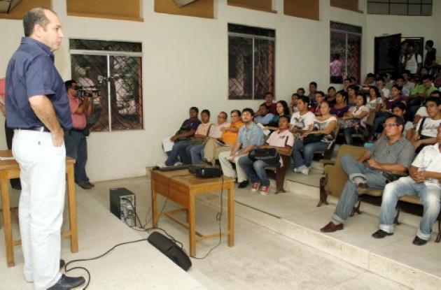 Los estudiantes se reunieron con el Gobernador de Sucre