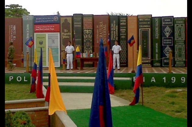 La Biblioteca de la Base de Entrenamiento de Infantería de Marina en Coveñas, se