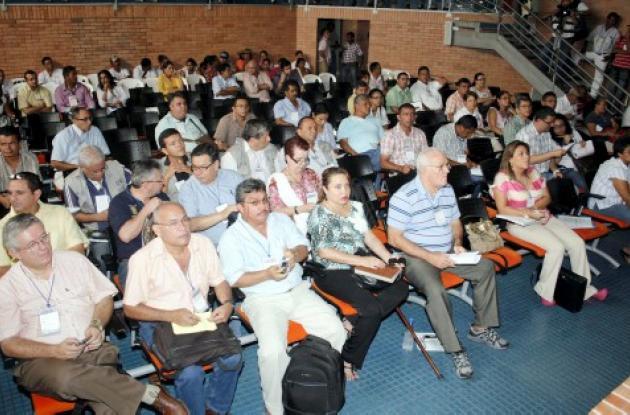 mesas de trabajo temáticas en el auditorio de la Gobernación de Sucre