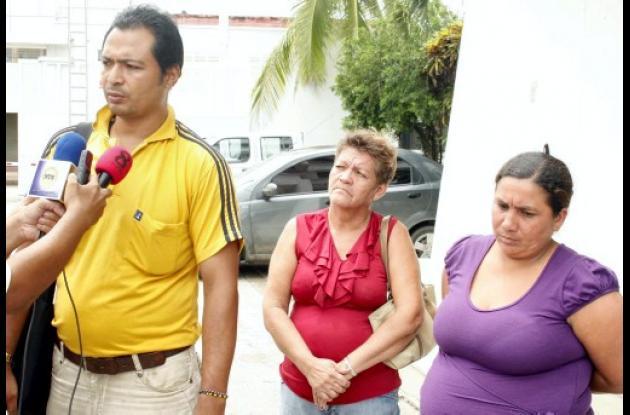 presidente de la JAC de La Gran Colombia y otros miembros de la comunidad